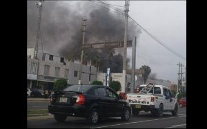 Callao: incendio consume almacén de la Av. Colonial