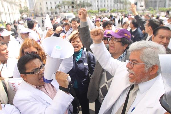 Médicos de hospital Loayza realizarán paro mañana
