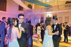 Ganadores de concurso de baile  celebran fiesta de promoción