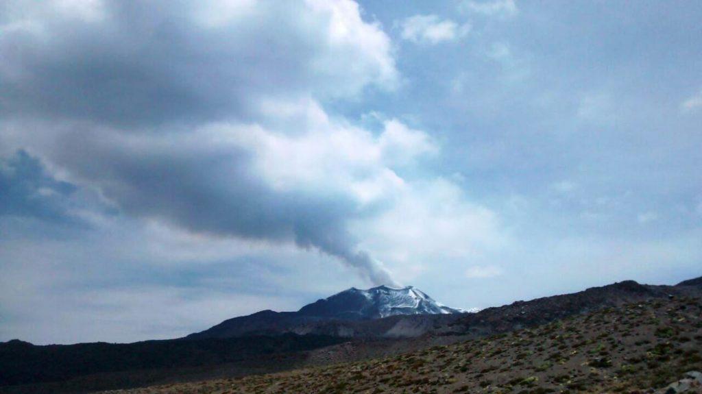 Columna eruptiva de 4,000 metros en volcán Sabancaya