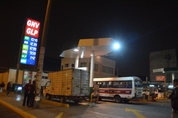 Nos roban a través de los gasolinazos y la deuda para la refinería