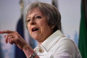 Theresa May insta a conservadores mostrarse unidos
