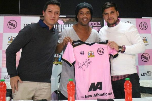 Ronaldinho contento por ver a Guerrero en el Mundial