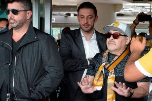 Diego Maradona llega a México para trabajar de DT en el club Dorados de Sinaloa