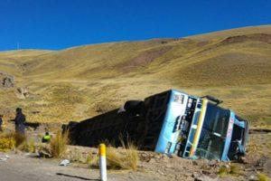Tres muertos y 26 heridos en vía Tacna- Puno