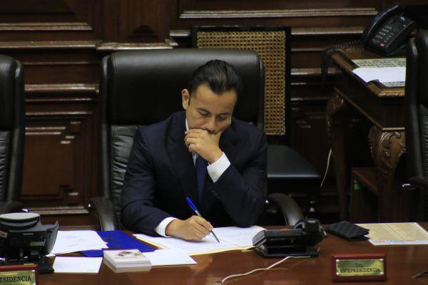 Suspenden sesión para levantar  inmunidad a Richard Acuña