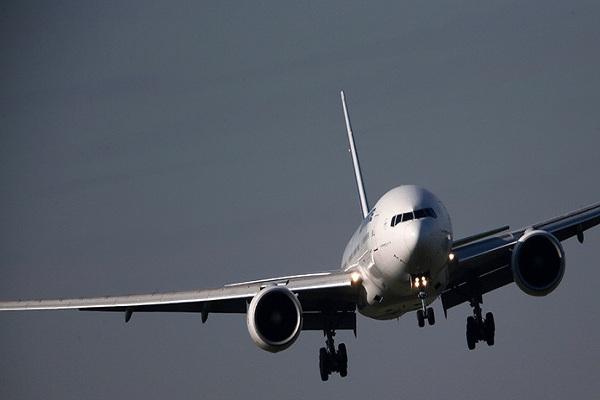 YouTube: Avión de pasajeros es alcanzado por rayo en pleno vuelo