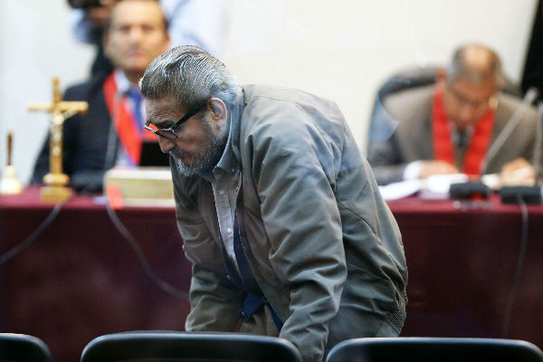 Abimael Guzmán fue expulsado de audiencia por caso Tarata