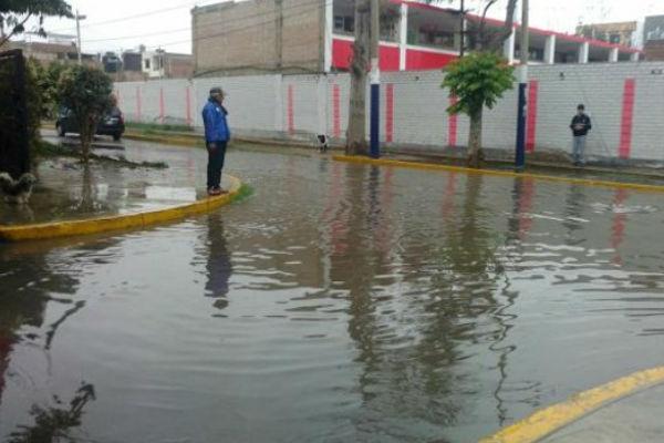 Chorrillos: Aniego en colegio perjudicó a mil alumnos