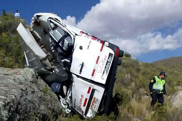 Arequipa: Dos turistas alemanas mueren tras despiste de minivan