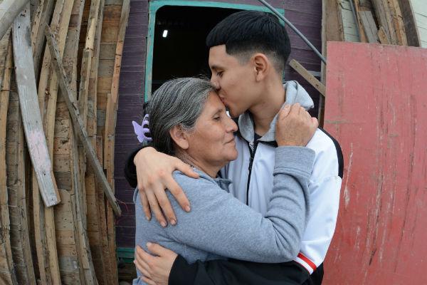 Madre chalaca pide ayuda para tratar problemas pulmonares