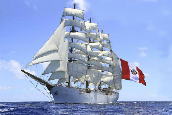 "BAP ""Unión"" arriba al Perú con 247 tripulantes a bordo"