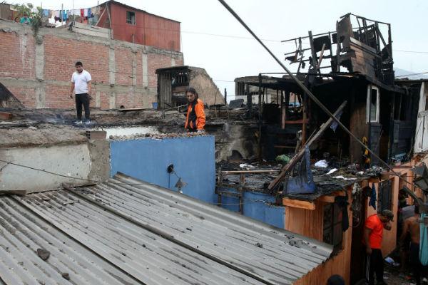 Incendio en Barrios Altos: Tres viviendas afectadas en el jirón Ilave