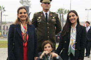 Día de la Bandera: Martin Vizcarra condecora a bisnieta de Francisco Bolognesi [FOTOS]