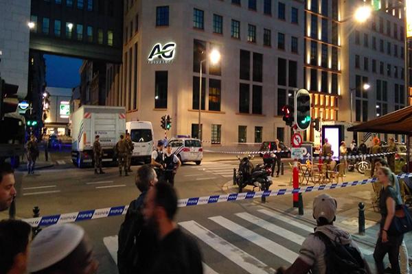 Bruselas: Abaten a hombre que atacó con cuchillo a dos soldados