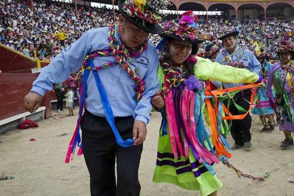Celebran carnaval ayacuchano
