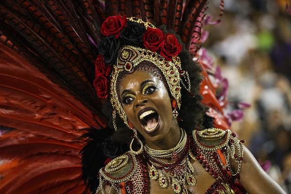 El carnaval de Sao Paulo se va hasta Bahía en un torrente de samba