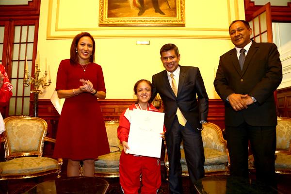 Congreso rinde homenaje a medallista Giuliana Poveda