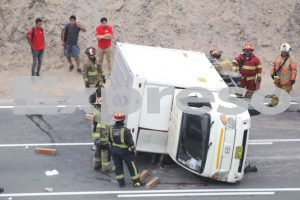 Costa Verde: Vehículo se volcó en Miraflores [FOTOS]