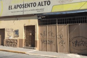 "Pintan fachadas de dos sedes de la iglesia ""El Aposento Alto"""