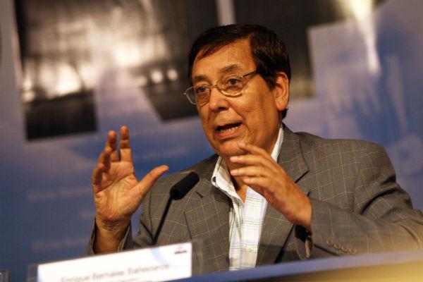 """Enrique Bernales: """"Caso Fujimori ha quedado en el ámbito nacional"""""""