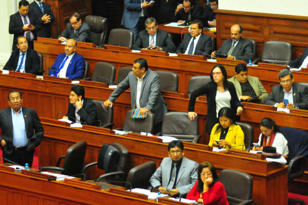 Frente Amplio presenta denuncia constitucional contra Héctor Becerril