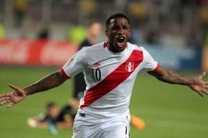 Perú vs. Francia: Jefferson Farfán y Anderson Santamaría ingresan al campo