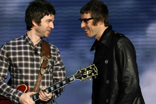 Los Gallagher se amistan