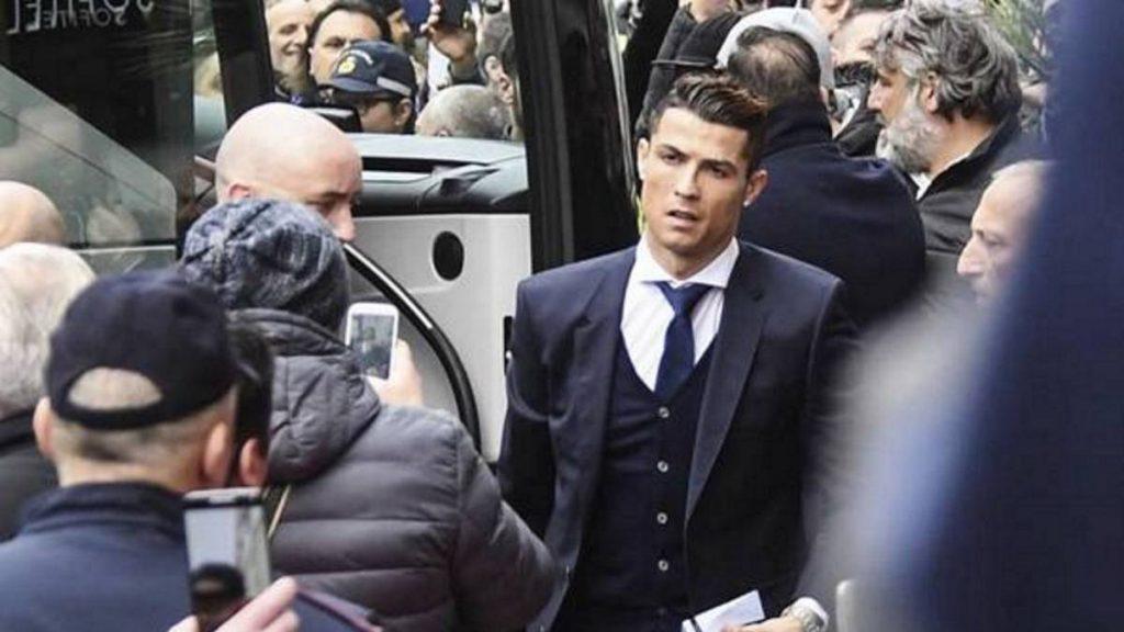 Hinchas del Nápoles presionan al Real Madrid