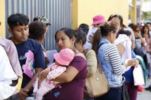 Menores pernoctan en la calle por cita médica en el Hospital del Niño