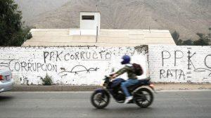 Huaycán: Aparecen pintas en contra de Kuczynski