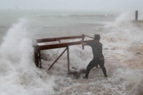 Huracán María arrasa República Dominicana