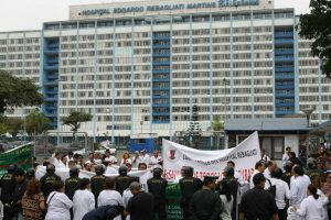 Retirada del Estado y una nueva gestión para las huelgas en Salud y Educación