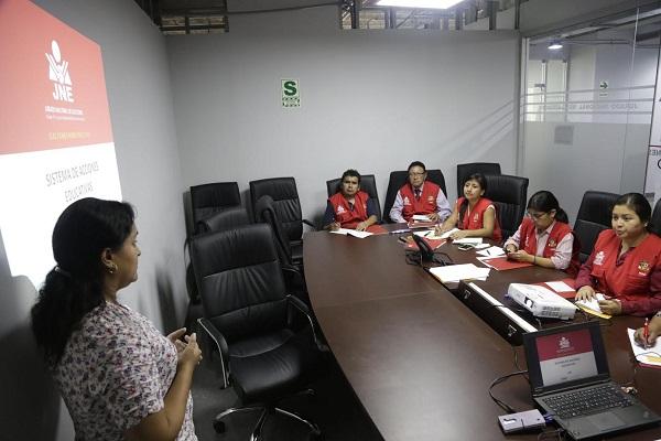 JNE capacitó a personal para campañas educativas