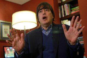 Jaime Bayly critica que Perú pida pasaporte a migrantes venezolanos
