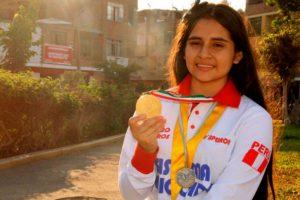 Chalaquita es homenajeada en Olimpiada de Matemática