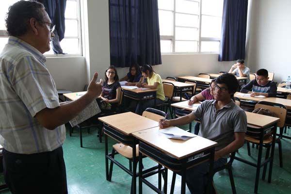 Ministerio de Educación: Aumentan sueldos a docentes