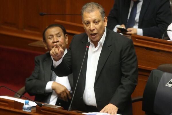 """Marco Arana: """"Edgar Alarcón debe dar un paso al costado"""""""