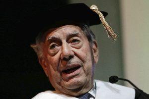 Mario Vargas Llosa recibirá premio en Moscú
