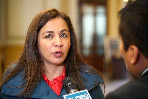 Marisol Espinoza postulará a la Mesa Directiva