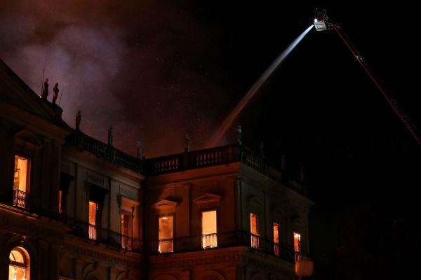 Brasil: Incendio consume el Museo Nacional de Río de Janeiro
