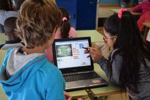 Niños invierten más horas en la red