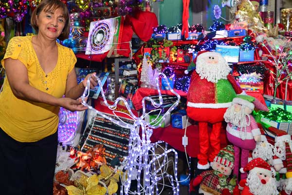 Advierten sobre peligros al manipular adornos navideños