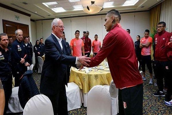 PPK visitó a selección peruana