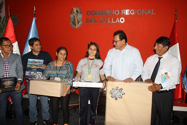 Rinden homenaje a chalaquita que ganó torneo de matemática [VÍDEO]