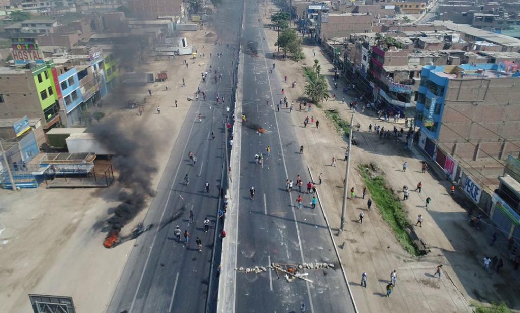 Panamericana Norte se mantiene cerrada en ambos sentidos por protesta