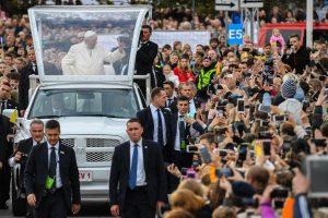 Papa Francisco pide a jóvenes no ser individualistas