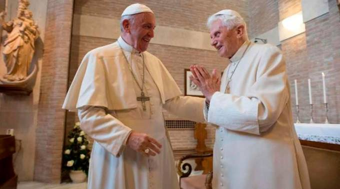 Papa Francisco visitó a Benedicto XVI por Navidad