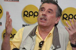 """Fernando Rospigliosi: """"Frustrado pedido de facultades es derrota de Aráoz"""""""