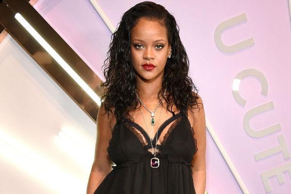 Rihanna es víctima de un asalto